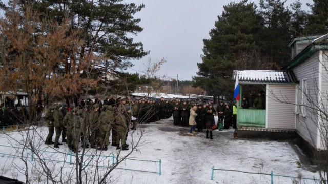 Очередь примерно в 200 человек у входа в УИК 660  (г.Ковров). Фото: Владимир Егоров