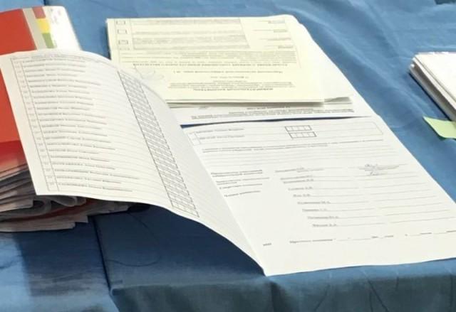 Пустой протокол с подписью члена комиссии. УИК 181, Морозовка. Фото: А.Грезев