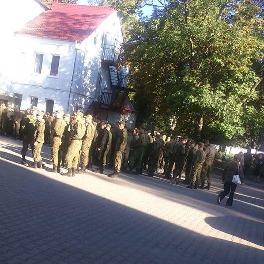 Около 500 военных на участке на ул. Емельянова