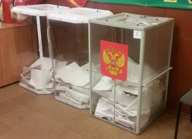 Избирательные урны на УИК №614, фото Михаила Каленкова