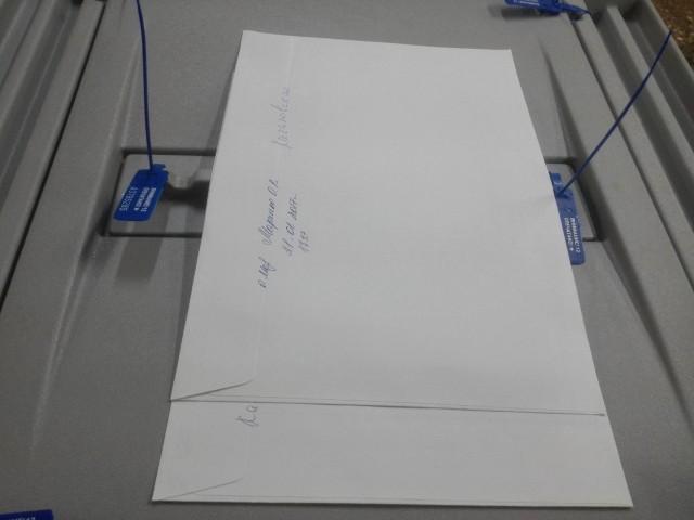 УИК 245, на конвертах досрочного голосования не проставлены печати комиссии, фото: В. Егоров